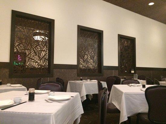 Menlo Park, Californië: Updated interior and new menu for those who remember Su Hongs.