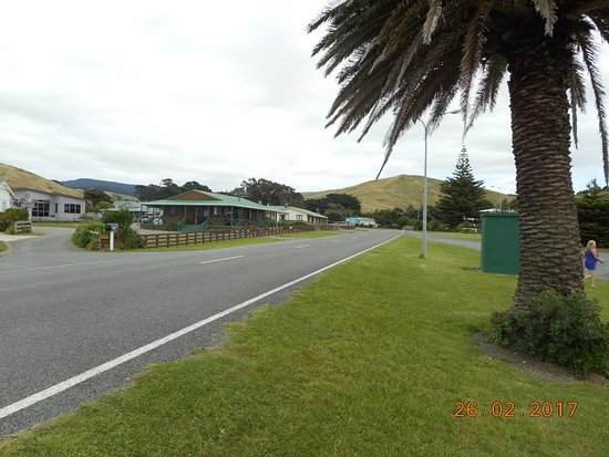 Castlepoint Holiday Park and Motels: Beachside looking up the road to our motel units 3 and 4