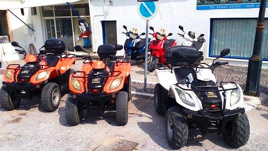 Karteradhos, Greece: Panos Roussos Scooter Rental Shop in Karterados Santorini