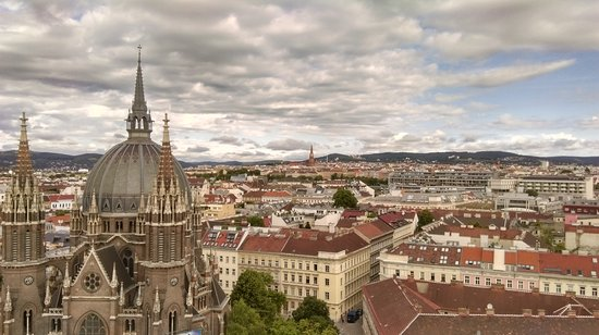 Hotel ibis Wien Mariahilf: Amazing view on upper floors!