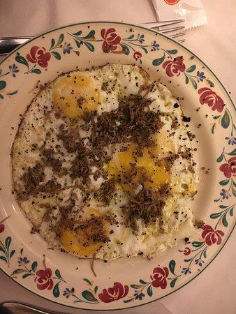 La Taverna dell'Ozio : Posso solamente dire che l'uovo al tegamino mi ha commosso per quanto era buono. Sono rimasta es
