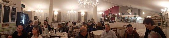 Montecosaro, Italia: Panoramica della sala