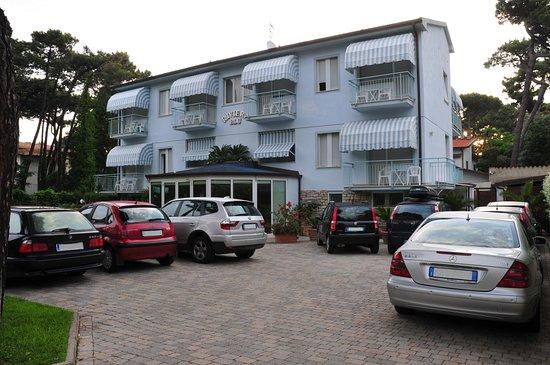 Hotel Riviera Blu: Parcheggio