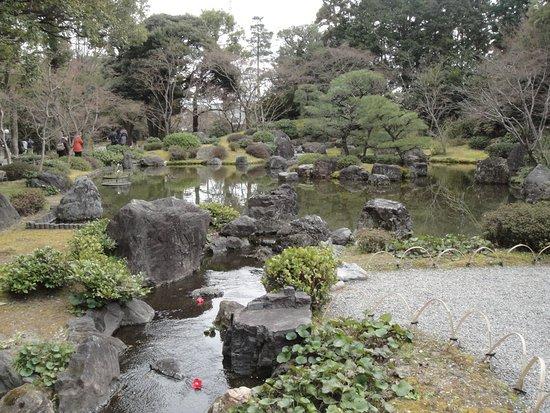 Jonangu Shrine: 神苑「平安の庭」を臨む