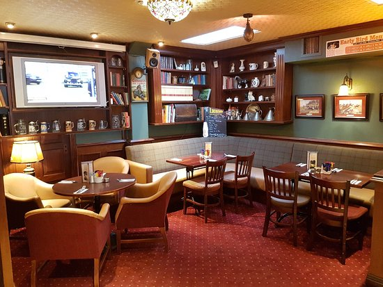 Templemore, Irlanda: Spacious dining area for customers