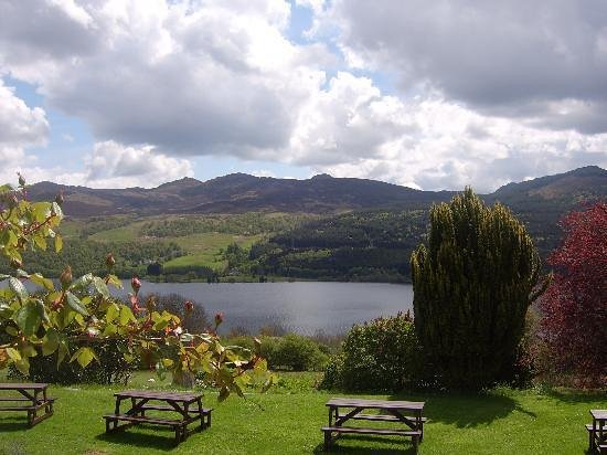 Strath Tummel, UK: The view out from the hotel, across Loch Tummel