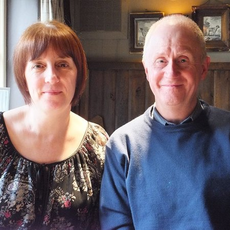 Holmlea Guest House: Hosts Gill & John extend a warm welcome on arrival ensuring you a safe and comfortable stay.