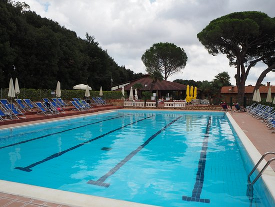 Casale Marittimo, Italien: Smaller pool for adults