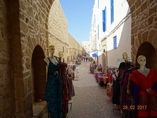 Les Terrasses d'Essaouira: Winkelstraat bij de muur van Essaouira.