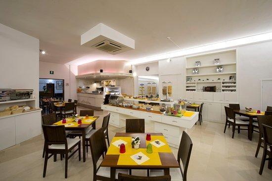 Hotel Minerva: Sala Colazione Buffet caldo e freddo