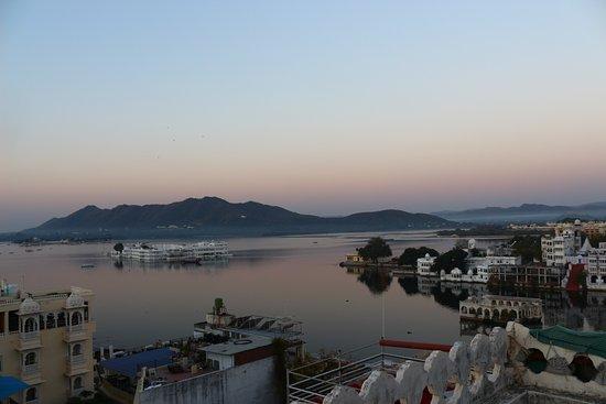 Hotel Krishna Niwas: Early morning terrace views