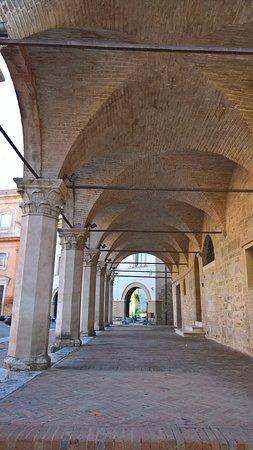 Montefalco, Italië: il loggiato del Comune
