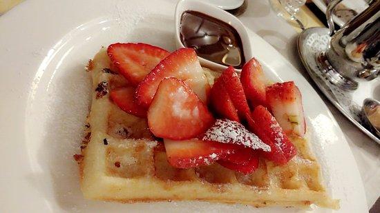 Tearoom Carpe Diem: Waffle with Strawberries