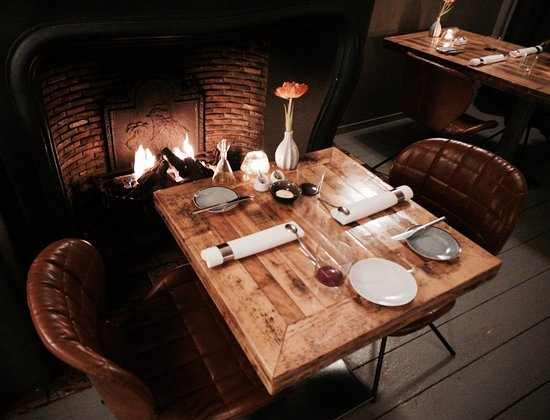Restaurant Dartel: Tafel bij de haard