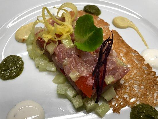 Osteria Callegherie: Tartara di tonno con trio di salse, cetrioli e cipolla tropea