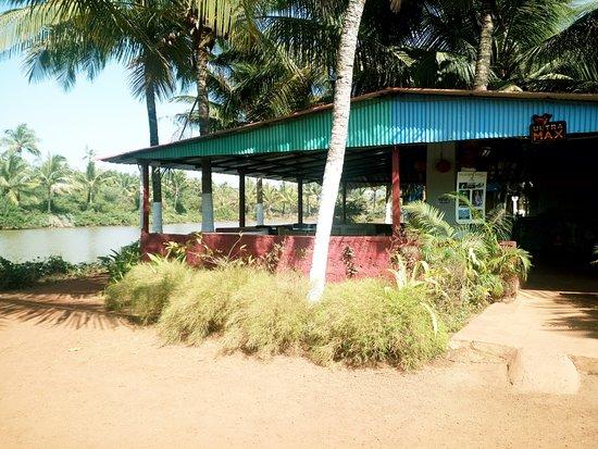Om Lake Resort: Restaurant from Outside
