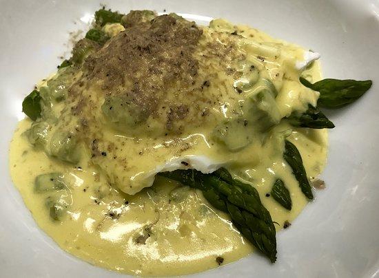 Osteria Callegherie: Uovo in camicia, asparagi e tartufo nero