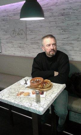 Street Food: Me and ćevapi u kajmaku.. :)