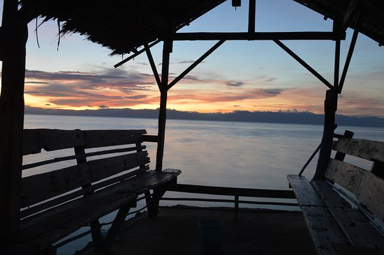 Alegria Dive Resort: every night watch the sun set over Tanon Striait from Pier