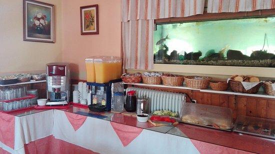 Maltezos Hotel: Breakfast bar