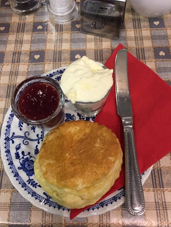 Μπριτζγουότερ, UK: Fantastic scone, jam and cream