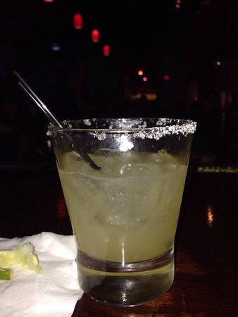 Berea, OH: Perfectly mixed cocktails, delicious food and friendly service