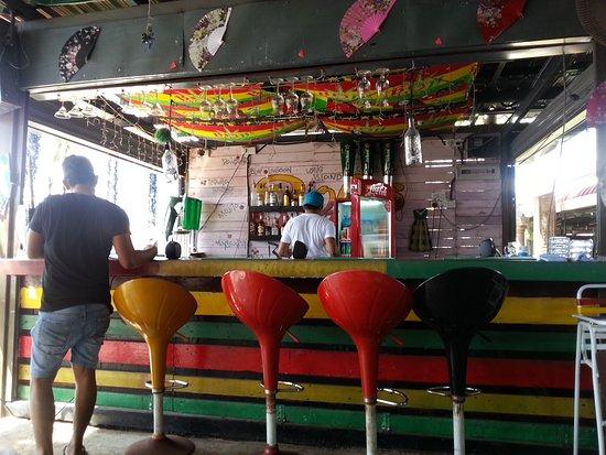 BObi's Restaurant & Cafe: bar