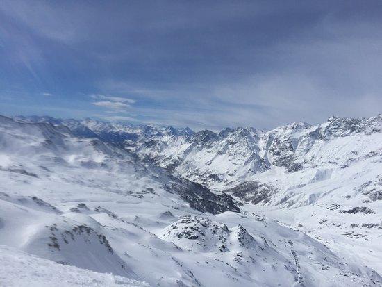 Cervino Breuil-Cervinia Ski Area: Breuil-Cervinia Ski Area