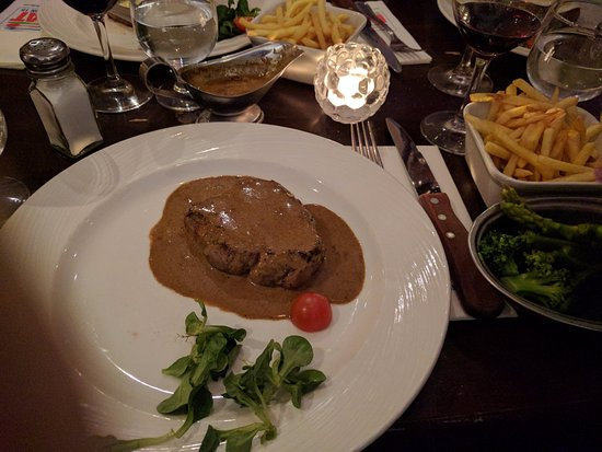 Brownes Steakhouse: Irish Steak With peppercorn souce