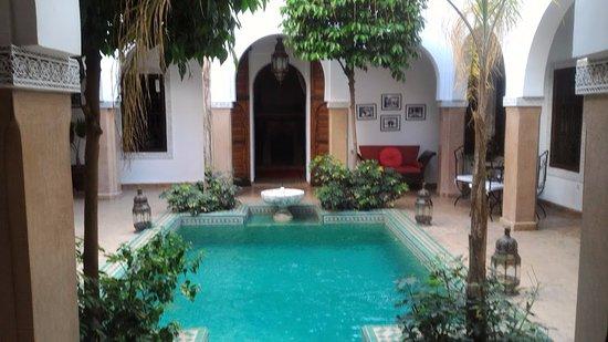 Riad el Noujoum: Patio central