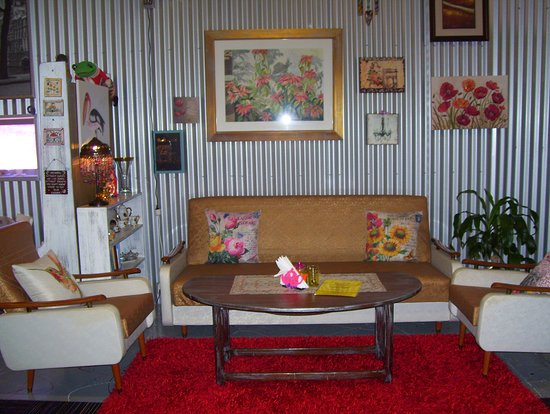 Wallaroo, Australia: this is a lovely couch to sit relax and read at cafe