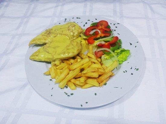 Pizzeria Napoli Carihuela: Chicken Don Carlos with ham in mustard cream