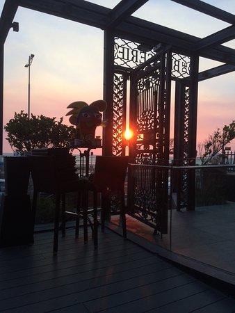 De Brasserie: Heerlijke gerechten, wijn elke avond een prachtige zonsondergang, super vriendelijk personeel en