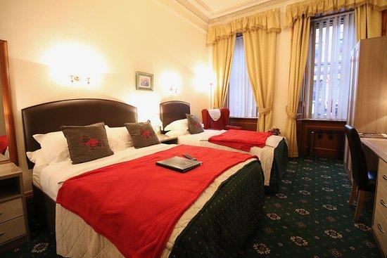 Bonnie's Guesthouse: Room 1 twin/family en suite