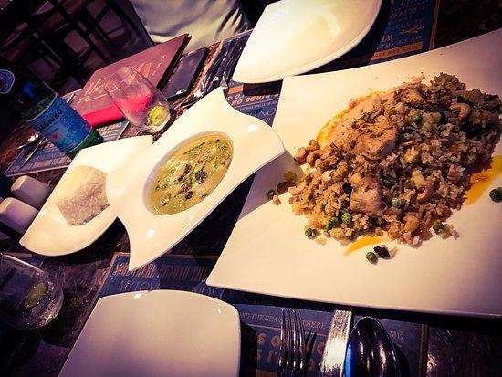 Laem Set, Ταϊλάνδη: Schönes kleines Restaurant inmitten einer Etagen-Poolanlage. Die einfachen, aber geschmackvollen