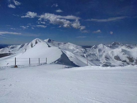 Rifugio Ovovia Monte Gomito: La pista che porta a Val di Luce