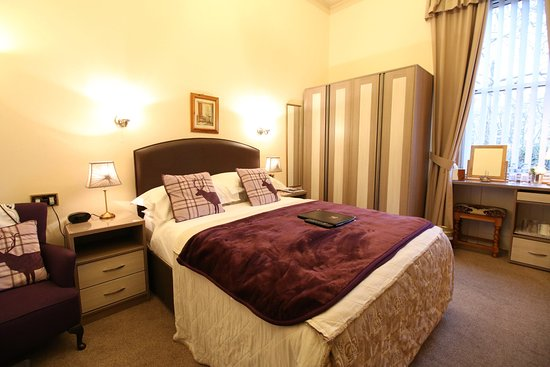 Bonnie's Guesthouse: Guest Double Bedroom with Garden View Room 3