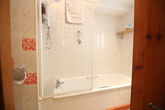 Bonnie's Guesthouse: Room 3 Double En Suite with Shower/Bath/WC