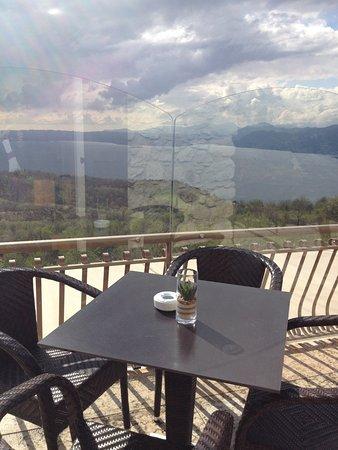 La Casa degli Spiriti: Tavolo vista lago