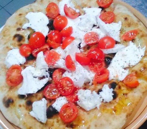 Le Voilier: piadina con mozzarella e pomodorini