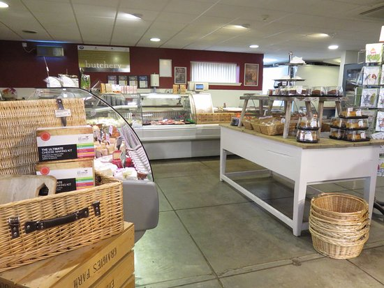 Craigie's Farm Deli and Cafe: deli counters