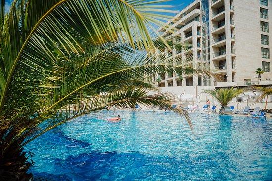 Swissotel Resort Sochi Kamelia: Heated Pool