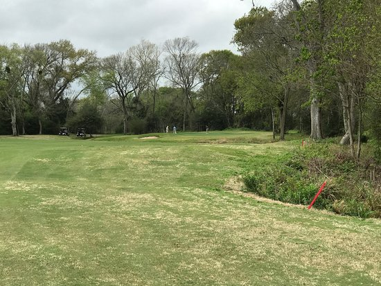 Meadowbrook Farms Golf Club: Approaching a par 5 green