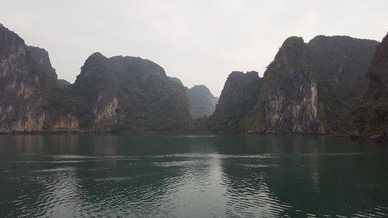 Ha Long Bay Daily Tours: Islands