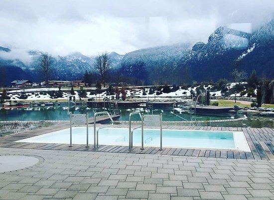 Alpenhotel Zechmeisterlehen: Der Außenpool der textilfrei nach der Sauna genutzt wird mit Blick auf das schöne Bergpanorama