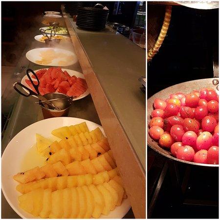 DoubleTree by Hilton Hotel Kuala Lumpur: Breakfast-plenty of fruits