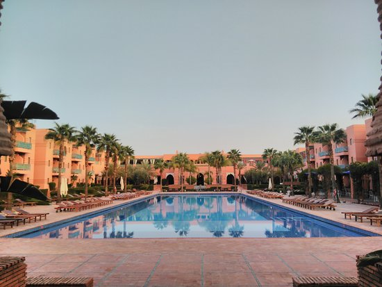 Hotel Les Jardins de l'Agdal: Massive swimming pool