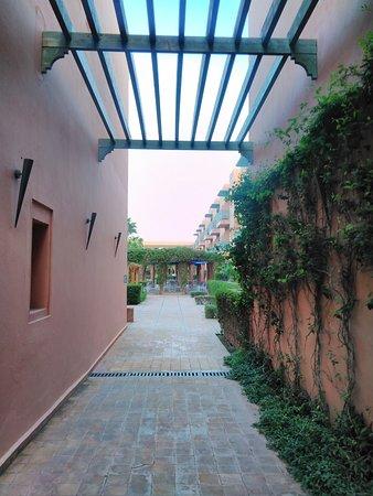 Hotel Les Jardins de l'Agdal: Gardening
