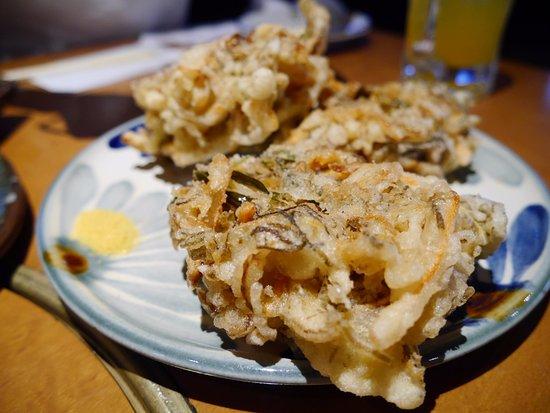 Shimauta & Ryukyu Dining Chatan Dining: もずくの天ぷら。但し、かき揚げ状態。
