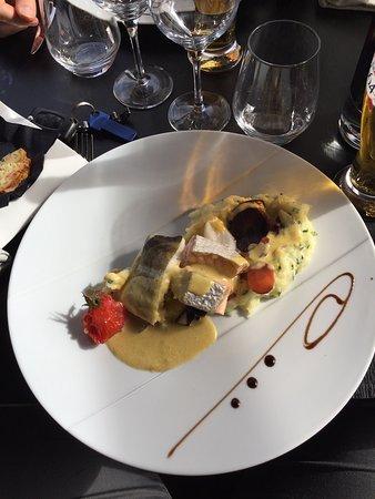 Chartres-de-Bretagne, France: Un dessert avec une touche spéciale pour moi ... merci Anne So ! Encore de belles assiettes